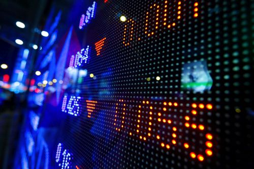 Daily Wrap-up: TSX closes lower as oil, political tension weighs