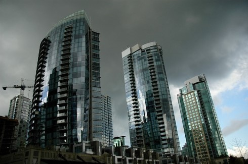 Luxury real estate heats up in GTA, cools in Vancouver