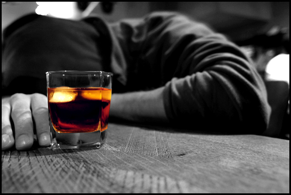 """Working long hours leads to """"risky"""" relationship with alcohol"""