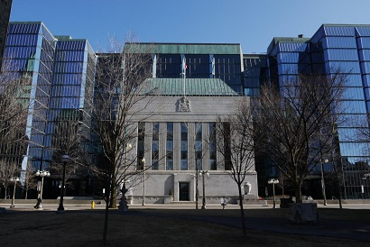 Central bank called to defend Canada