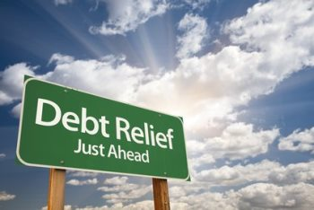 ​Canadians resolve to pay down debt