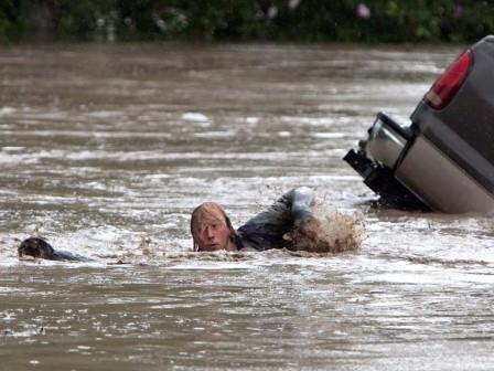Insurance duo pioneers flood insurance tool