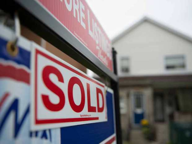 Fitch: Ontario housing market 25% overvalued