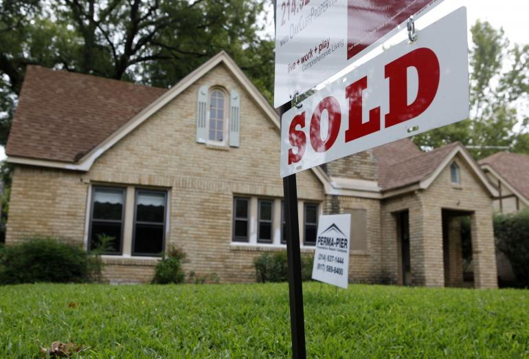 US pending home sales slightly better