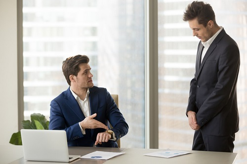 How should HR handle tardy employees?