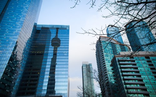 300 mortgage lenders receive early windfall on Toronto condo deal
