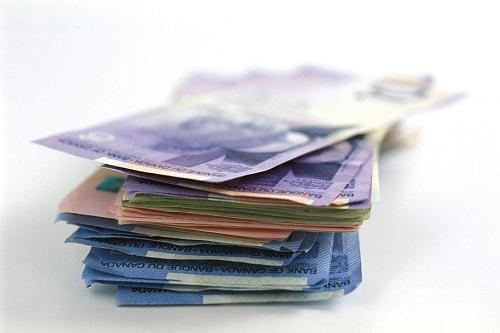 Istock canada money stack(1)