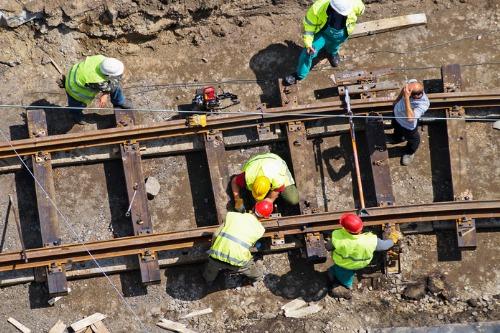 Railway worker dead after train derails in Manitoba