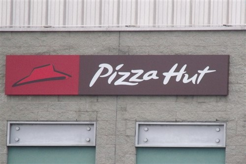 Outrage over Pizza Hut's staff memo amid storm