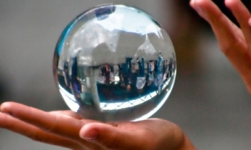 Economist's crystal ball predicts rate movement