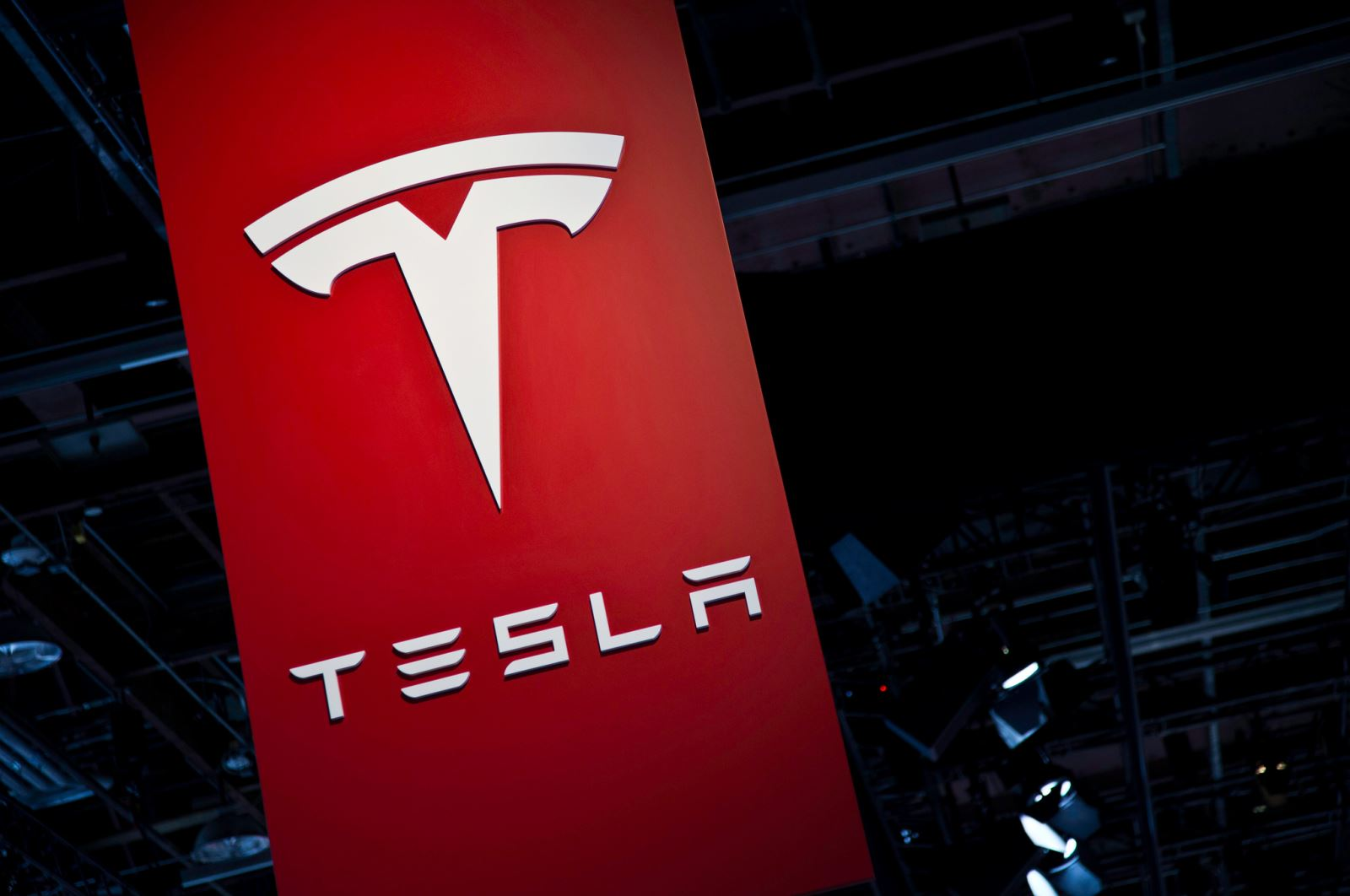 Tesla shares rise ahead of battery event