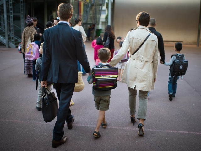 Do working mothers or fathers face more pressure?